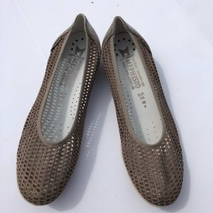 Mephisto Flats Evelyne perforated taupe leather 8
